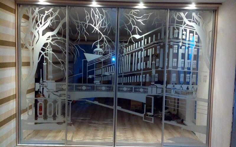 гравировка на стеклах дома