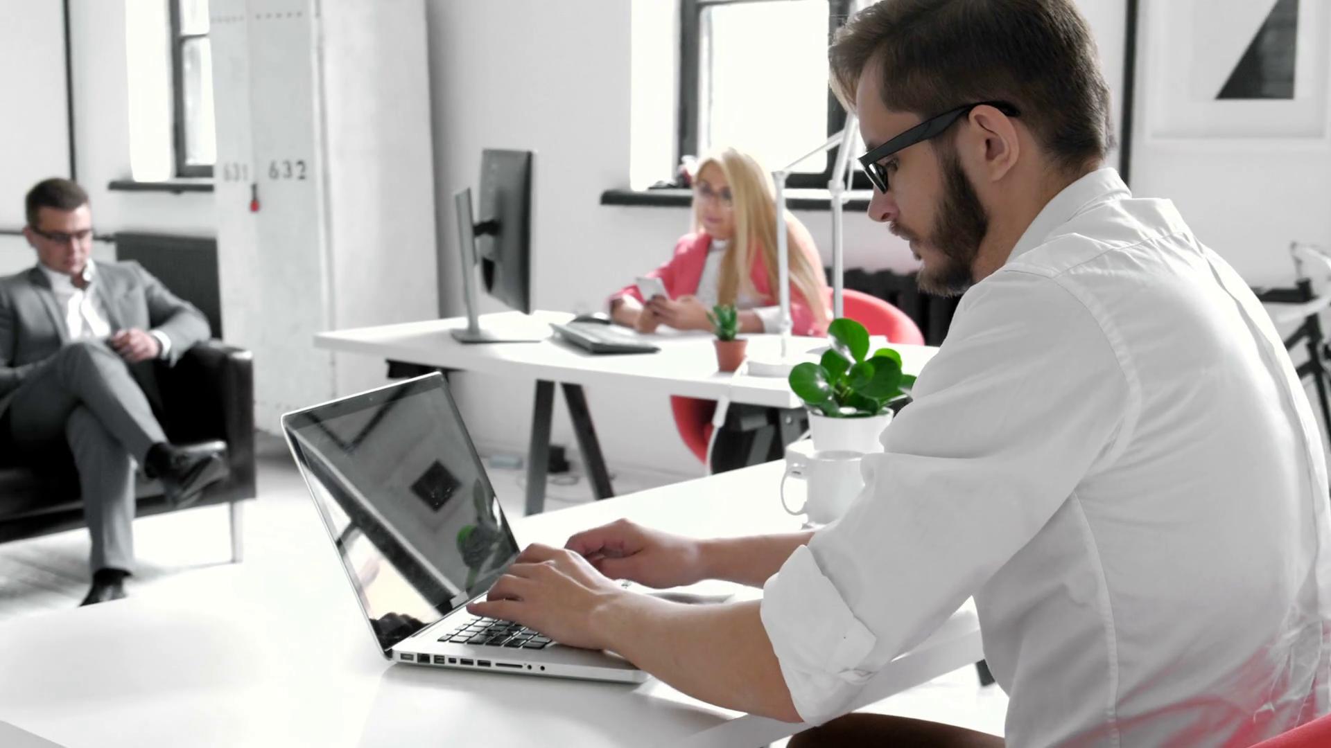 Как сделать бизнес в сфере услуг: 40 популярных направлений