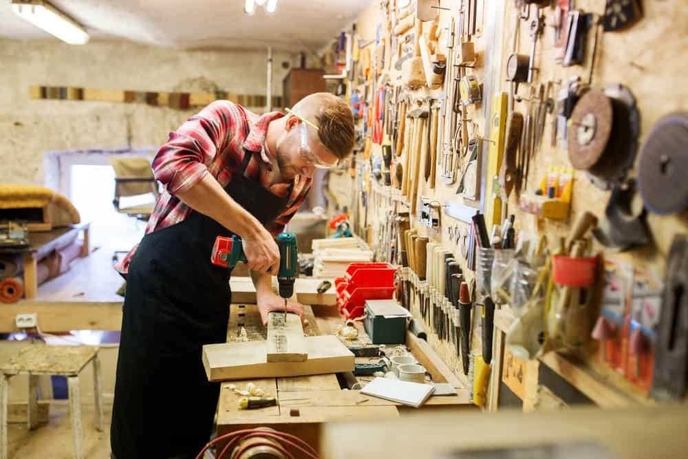 Директор столярной мастерской о современной мебельной моде — Реальное время